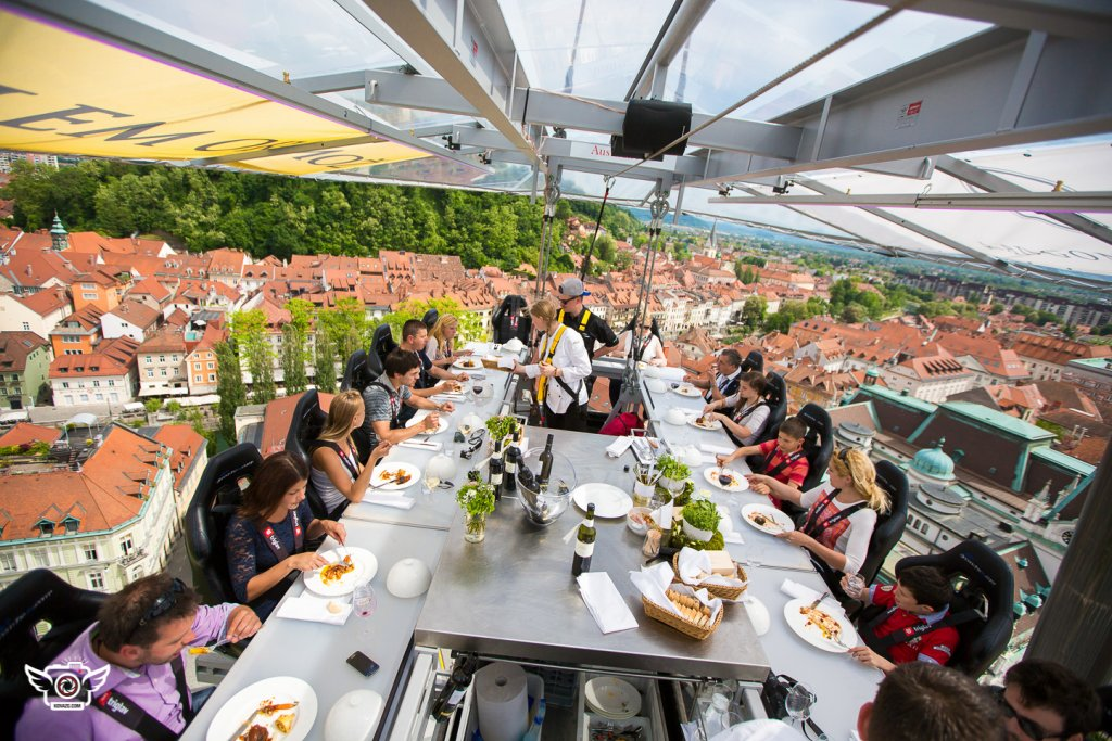 DINNER IN THE SKY Jezeršek Catering - Dinner in the sky an unforgettable experience